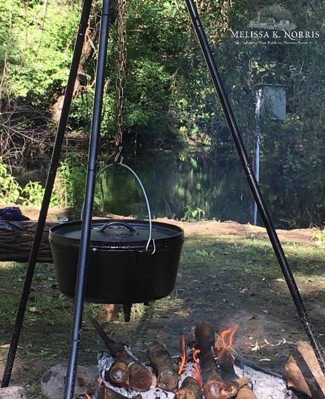 Cast Iron Dutch Oven Outdoor Campfire Cooking